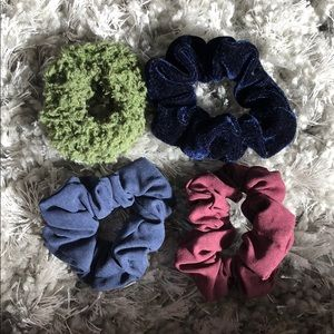 Urban Outfitters | Bundle of 4 scrunchies